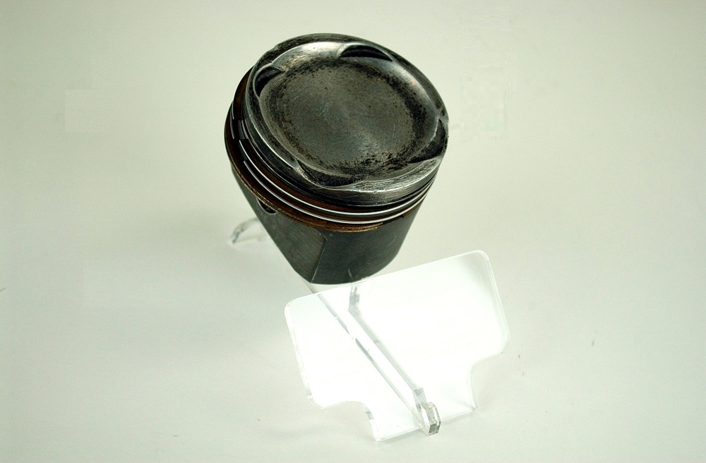 Ferrari type 032 engine piston